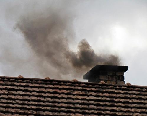 горящая сажа выделяет черный дым