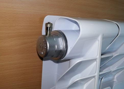 клапан для сброса воздуха с радиатора