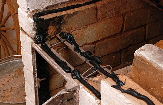 заполнение стыков между кирпичной кладкой и деталями печных приборов