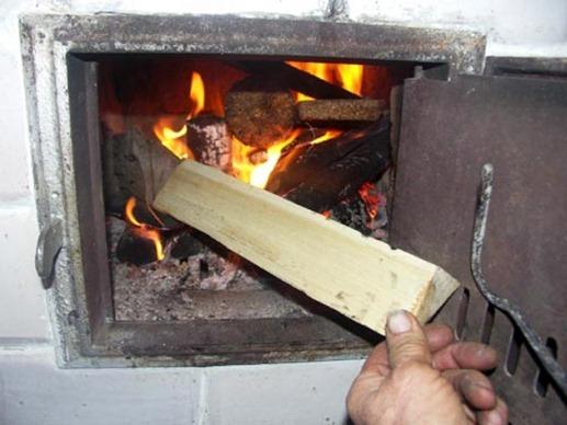 боковая загрузка дров в печь