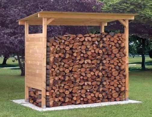 навес, сделанный из деревянных брусьев