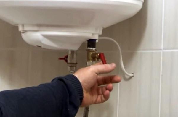 освобождение электронагревателя от воды