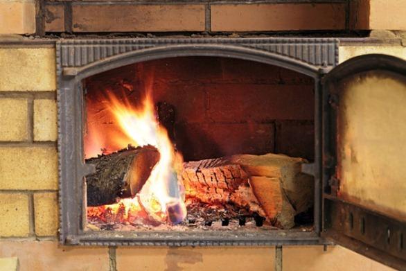 горение древесины в печке