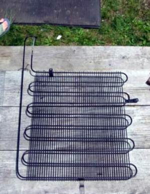 теплообменник от холодильника для изготовления солнечного нагревателя своими руками