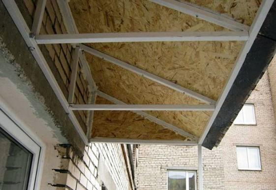 монтаж козырька для балкона верхнего этажа